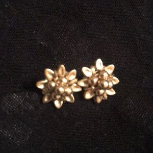 Stud earring for young girl